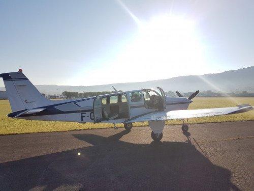Vol depuis Lyon jusqu'à Morlaix en Beechcraft (aller/retour)