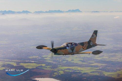 Eine Pizza in Bozen * ex. Airforce Marchetti F260 (James Bond Marchetti)