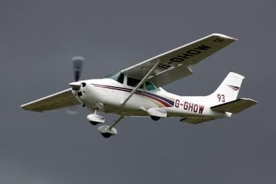 Join me on a local sightseeing flight in a Cessna 182