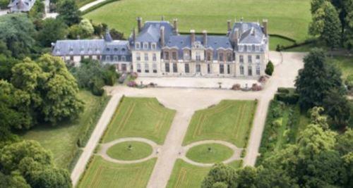 Découverte du chateau de Thoiry et du Zoo depuis les airs